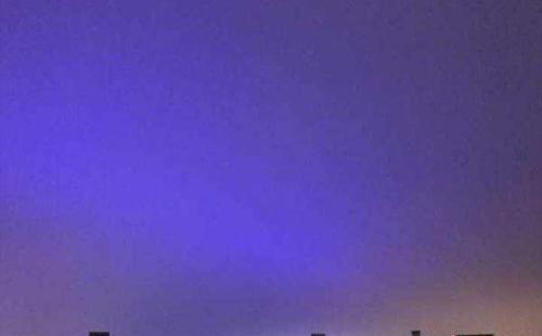 南京紫色琉璃天是怎么形成的
