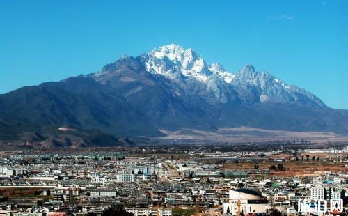 梅里雪山和玉龙雪山哪个好玩